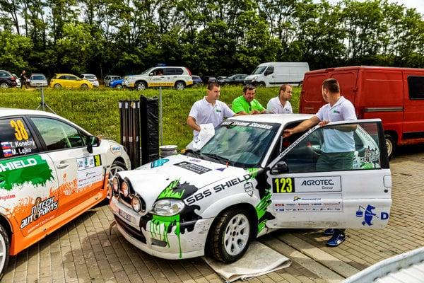 Jedna zposádok Rally System Slovakia tímu.