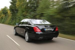 Mercedes-Benz triedy S je voľbou mnohých prezidentov vrátane toho fínskeho. Ten jazdí na nepriestrelnom S600 s predĺženým rázvorom, namiesto evidenčného čísla má čiernu tabuľku s prezidentským erbom.