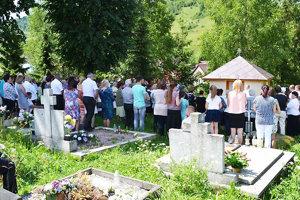 Nedeľnej slávnosti sa zúčastnilo veľa veriacich. Prialo aj  počasie.