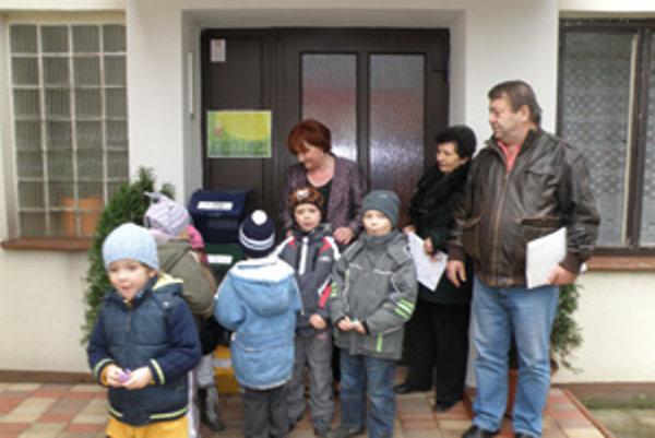 Deti v Považskom Chlmci sa učia triediť odpad.