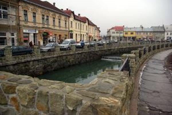 Rieka Petrovička je dominantou námestia už teraz.
