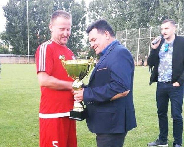 V Hájskom prebral víťazný pohár Ľubomír Straňák.