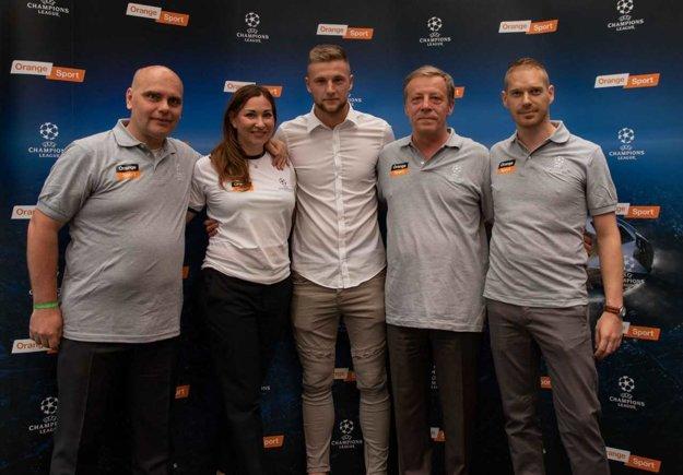 Na tlačovej konferencii pri predstavovaní nového kanálu bola aj futbalová hviezda Milan Škriniar.