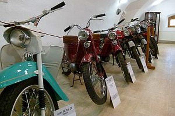 Expozícia motocyklov. Okrem nej na návštevníkov čaká veľa iných zaujímavostí.