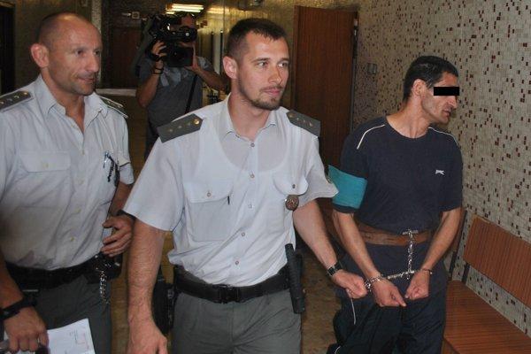 Arpád (vpravo) sa o chvíľu dozvie trest.