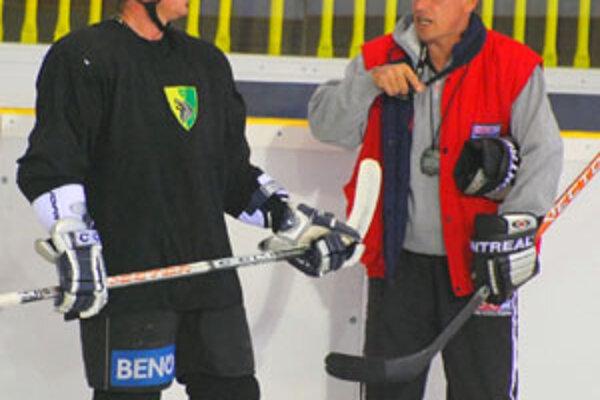 Žilinčania pred reprezentačnou prestávkou deväťkrát nevyhrali, ale teraz chcú pokazený dojem napraviť. Nezhody si vraj vyjasnili aj kapitán vlkov Roman Kontšek atréner Vladimír Hiadlovský.