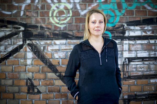 Lenka Moravčíková-Chovanec (1973) je režisérkou dokumentárnych filmov. Vyštudovala dokumentárnu tvorbu na VŠMU v Bratislave. Režírovala  a podieľala sa na tvorbe dokumentov Radosť zo života, Najväčšie tragédie Slovenska, GEN či Zdravie za milión.