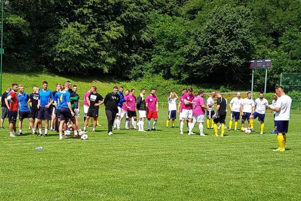 Na Forgách Cupe súperilo šesť mužstiev. Zahrať si prišli futbalisti z rôznych úrovní od tretej ligy po siedmu.