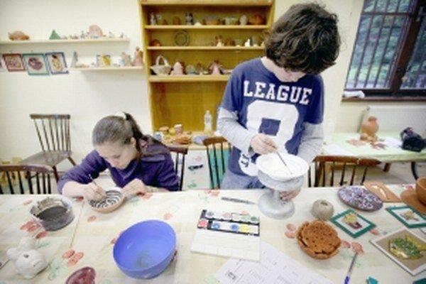Deti v centre trávia veľa voľného času.