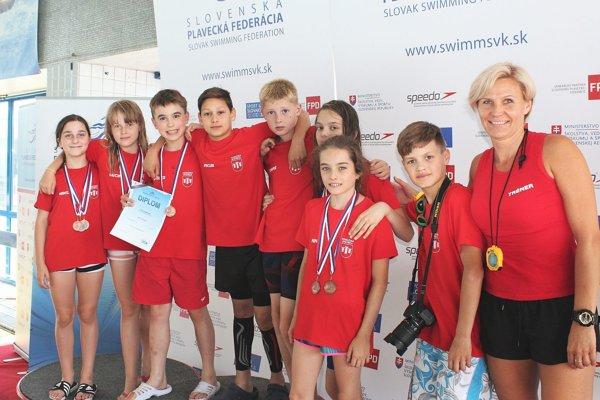 Úspešní plavci žiaci z Považskej Bystrice.