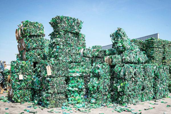 Spracovatelia ročne zhodnotia tony plastových fliaš. A ďalšie tony nových vzniknú.
