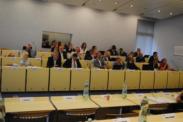 Poslanci diskutovali ofirme Prešov Real.