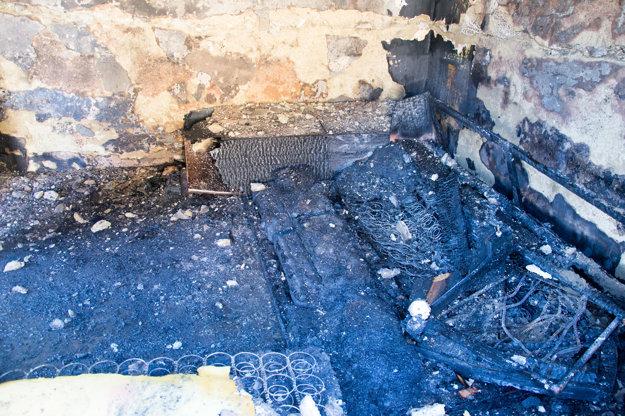 Požiar zničil celý interiér.