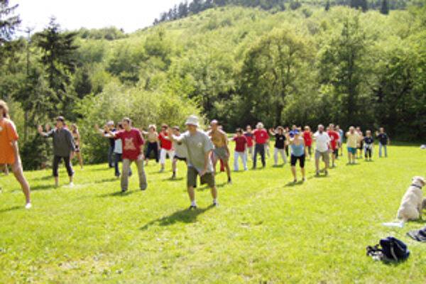 Cieľom cvičenia zostavy taoistického Tai Chi je nielen zlepšiť svoj zdravotný stav, ale cvičiť sa i v trpezlivosti. Na Slovensku je už okolo 250 prívržencov tohto taoistického umenia a ich rady sa ďalej rozširujú.