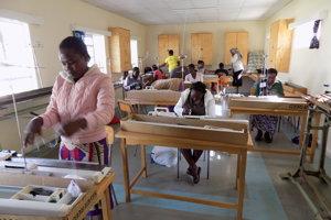 Ženy v Eldorete sa vyučujú za tkáčky.