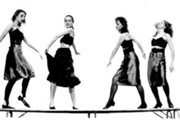 Choreografia Carmen (1989). Úplné začiatky tanečného divadla. Zľava: Andrea Bašticová, Zuzana Lásková, Anna Mamojková a Monika Čutková.