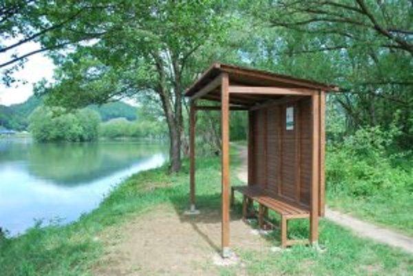Prístrešok je určený na oddych, posedenie, je vhodný pre rybárov, rekreačných bežcov a cyklistov.