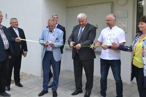 Na odovzdávaní novej bytovky v Mýtnej boli aj podpredseda vlády Béla Bugár a šéf rezortu dopravy a výstavby Arpád Ěrsek.