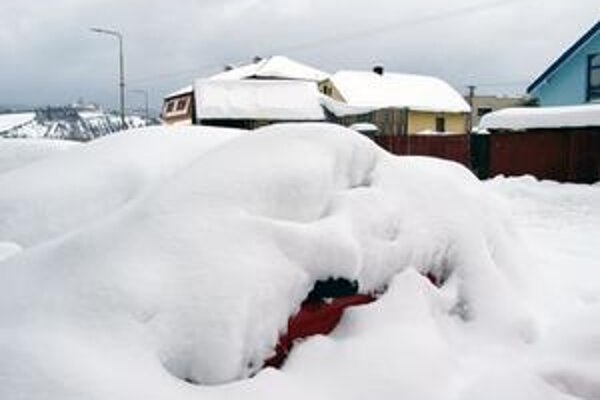 Mimoriadnu situáciu v troch kysuckých obciach postihnutých snehovou kalamitou chceli dnes odvolať. Pridala sa však ešte štvrtá.