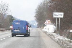 Cesta 1. triedy cez Kolárovice. Platí tu päťdesiatka.