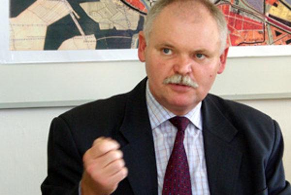 Jaroslav Pavlovič je poverený vedením Stavebného úradu Mesta Žilina. Primátorovi Ivanovi Harmanovi robil v minulosti poradcu. Známy je ako aktivista proti skládke v Pezinku.