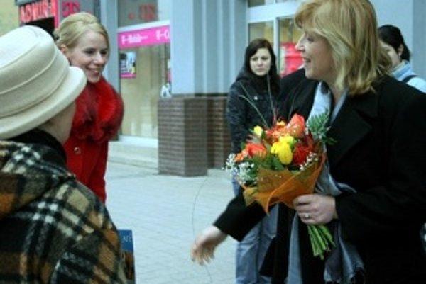 Kandidátka na funkciu prezidenta SR Iveta Radičová sa včera v rámci predvolebnej kampane stretla so svojimi sympatizantmi v Martine.