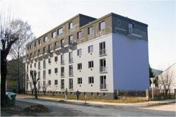 Netradične zrekonštruovaná bytovka na Hollého ulici