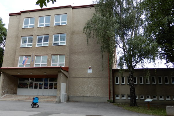 Budova Základnej školy s Materskou školou na Komenského ulici v Poprade, ktorá získala ako jedna zo štyroch tamojších škôl dotáciu na zriadenie technickej učebne.