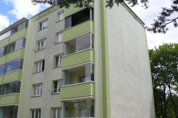 Bytovka na Družstevnej ulici, kde horel byt na štvrtom poschodí.