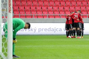 Hráči Spartaku Trnava oslavujú víťazstvo.