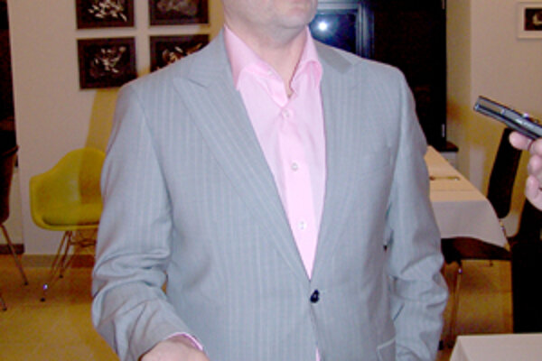 V piatok večer sa Dimitrij Safončík venoval už len prichádzajúcim hosťom, na ktorých čakali kvalitné rakúske vína a slovenské špeciality.