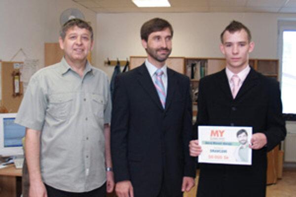 Víazom tohtoroného projektu žilinského župana Juraja Blanára sa stal atlét a futbalista Jaroslav Oravec. Do redakcie prišiel v sprievode Ondreja Luptáka (vľavo)