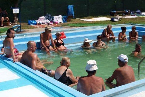 Sedací bazén.