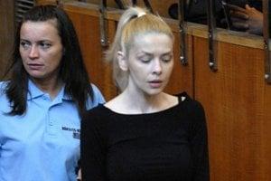 Eva Varholíková na súde v Budapešti.