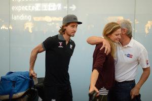 Na archívnej fotografii sú Katka a Peter na rakúskom letisku po prílete z majstrovstiev sveta v cestnej cyklistike v roku 2015.