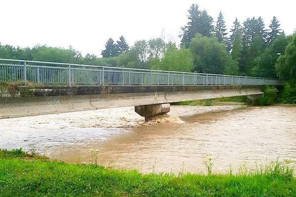 Peší most medzi Liptovským Hrádkom a Liptovským Petrom.