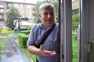 Ján Hudák, vedúci technického úseku Bytového družstva, zavolal pretlakový voz.