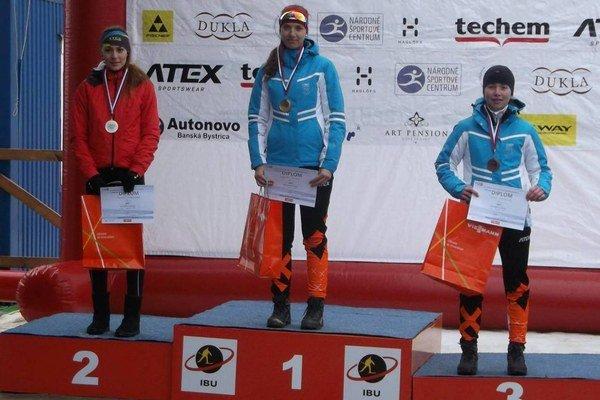 Michaela Maxová (v strede) sa tešila z titulu majsterky Slovenska.