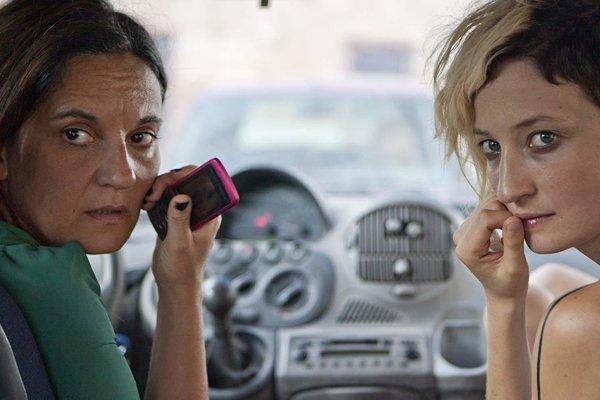 Emma Dante a Alba Rohrwacher v hlavných úlohách filmu Ulica v Palerme. Režírovala ho sama Dante.
