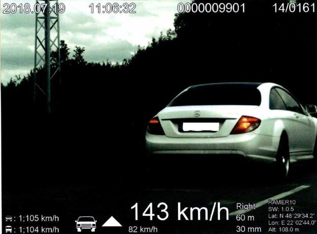 Mercedesu namerali 143 km/hod.
