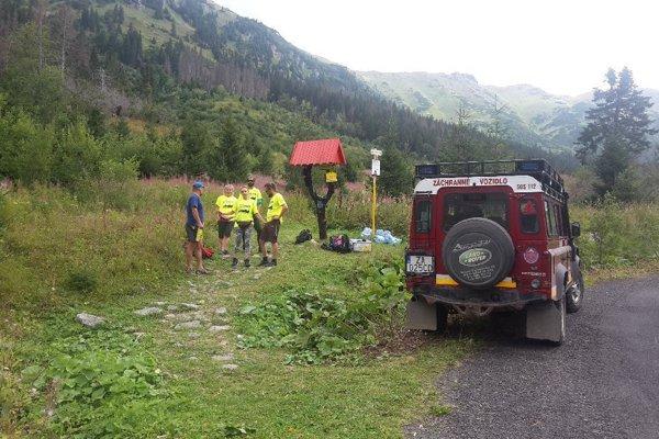 S viacerými poraneniami ju po ošetrení terénnym vozidlom HZS transportovali do nemocnice v Spišskej Novej Vsi.