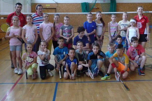 Účastníci bedmintonového turnaja.