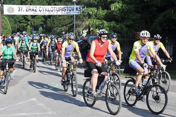 Účastníci mali na výber sedem cyklo adve pešie trasy.