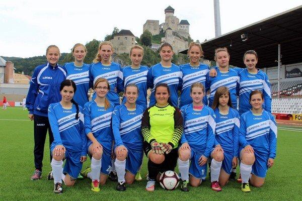 Bzinské futbalistky pod Trenčianskym hradom nesklamali.