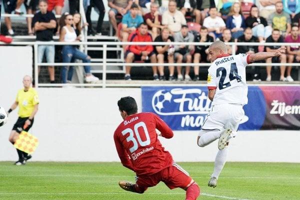 FC ViOn proti Slovanu viedol po tomto šikovnom zakončení Jakuba Brašeňa.