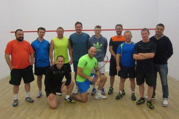 Účastníci kvalifikačného turnaja squashovej ligy.