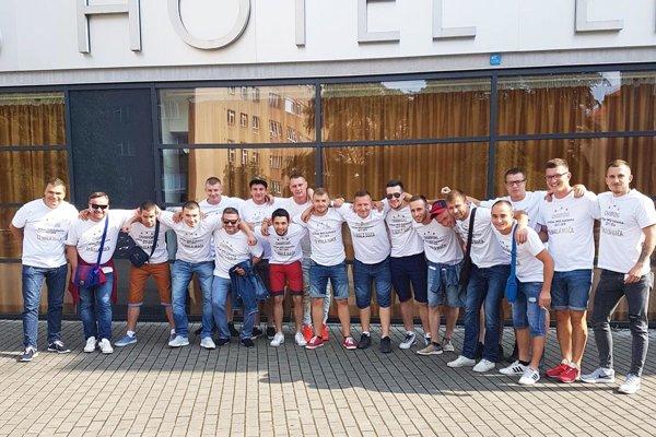 Futbalisti Malej Mače oslavovali titul v šiestej lige na spoločnom výlete v Prahe.