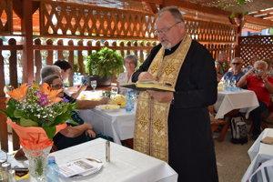 Zborník prednášok uviedol do života duchovný Peter Humeník.