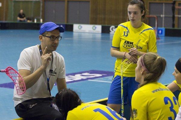 Michal Cvanciger je trénerom tvrdošínskych florbalistiek, úradujúcich majsteriek Slovenska.