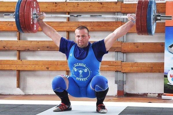 Ondrej Kružel chce pomôcť slovenskému družstvu vzpieračov dostať sa na olympiádu do brazílskeho Ria.